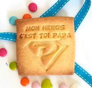 CADEAU-fete-des-pere-biscuit-personnalise-super-papa-hero