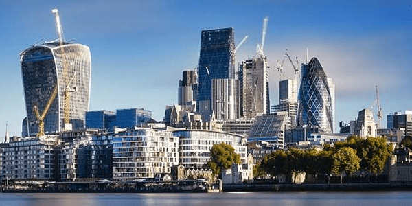 UK economy rebounds to avoid recession