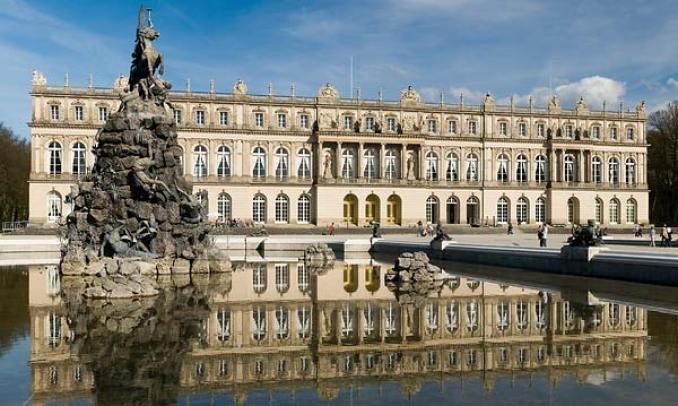 LUDWIG II AL BAVARIEI Castelul Herrenchiemsee