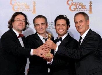 Carlos se impone en los Golden Globes