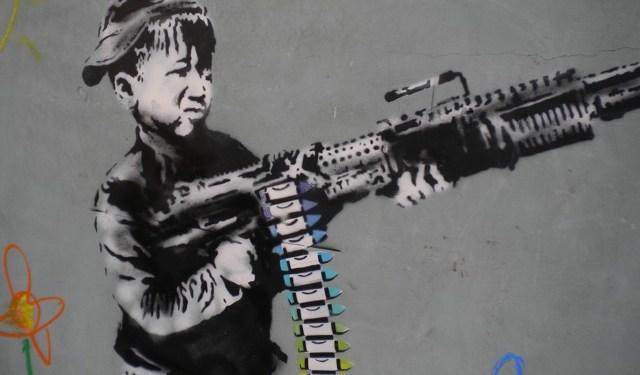 Crayon Boy (detalle) de Banksy