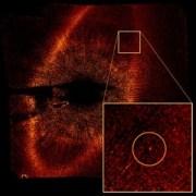 Esopianeta scoperto dal team di Paul Kalas attraverso un'immagine di Hubble (credit: Paul Kalas/UC Berkeley, NASA, ESA)