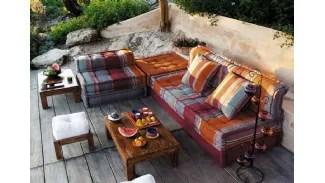 Poi dalle 9 alle 11 essendoci a quell'ora pochissima clientela o dovevo spostare mobili (tipo divani pesantissimi da un lato all'altro del negozio) o spostare. Maison Du Monde Divani
