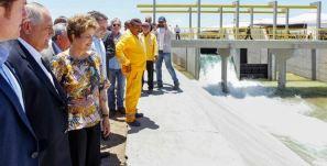 Dilma diz que é preciso usar momentos de dificuldade para construir o futuro, durante cerimônia de inauguração do trecho 3 do Canal do Sertão Alagoano. (Foto: Roberto Stuckert Filho/PR)