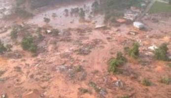Mariana (MG) - As barragens que se romperam pertencem à mineradora Samarco. (Foto: Corpo de Bombeiros/MG - Divulgação)