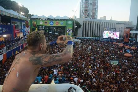 Da incerteza em 2015 para um reinado de sucesso em 2016: Pelo segundo ano Kannário arrasta uma grande multidão no Campo Grande. (Foto: Facebook Igor Kannário)