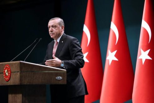 Referindo-se  a um dos símbolos do islamismo, a meia lua, o presidente da Turquia, Taryyp Recep Erdogan,  advertiu sobre a possibilidade de nova guerra religiosa na Europa. (Foto: Presidência da Turquia/ Divulgação)