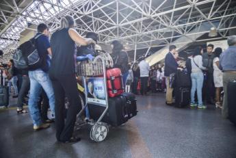 Com a derrubada da liminar, os passageiros precisaram pagar para despachar as bagagens que excedam a franquia permitida. (Foto: José Cruz /Agência Brasil)