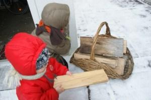 Réserve quotidienne de bois pour la cheminée