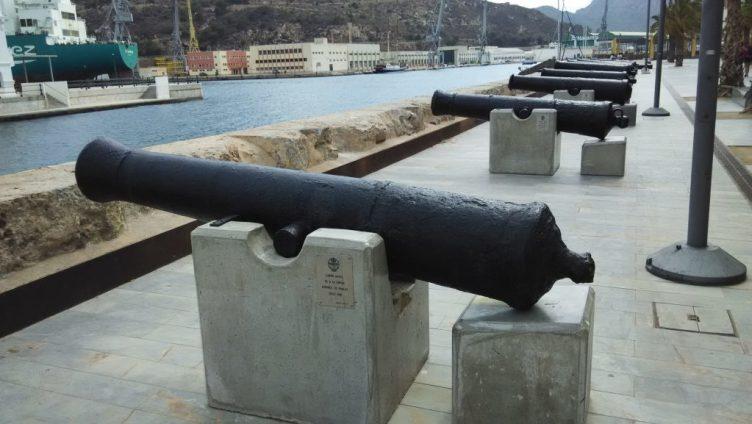 cañon-del-puerto-de-cartagena-frente-museo-naval