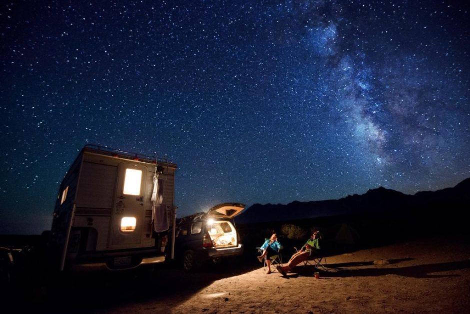 autocaravana-noche-estrellada