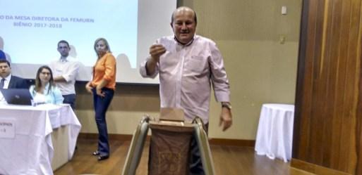 Resultado de imagem para prefeito de cruzeta jose sally de araujo