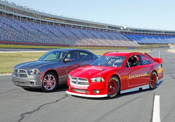 https://i0.wp.com/www.blogcdn.com/www.autoblog.com/media/2012/03/13nascarcharger128001.jpg?resize=584%2C408