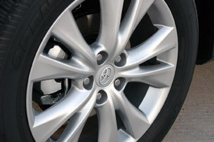 2013 Toyota RAV4 wheel