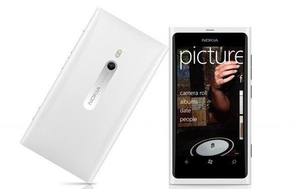 Nokia confirms white Lumia 800, shipping without pigment this month