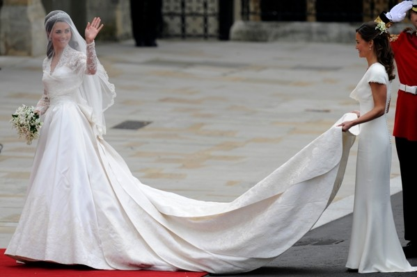 Kate's Secret Meetings With Dress Designer At Henry VIII's