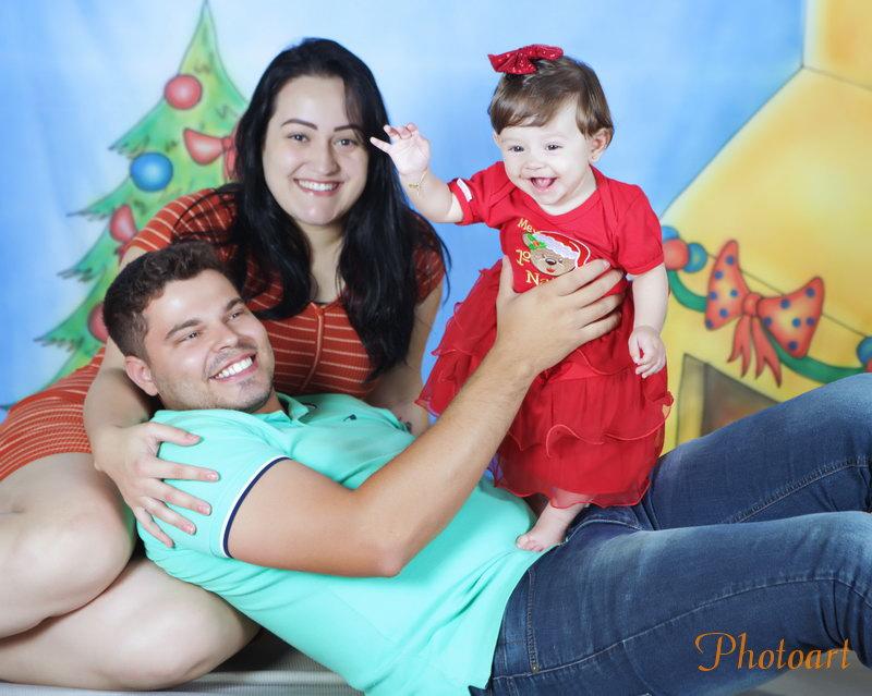 Festejando o natal no colo do papai e da mamãe