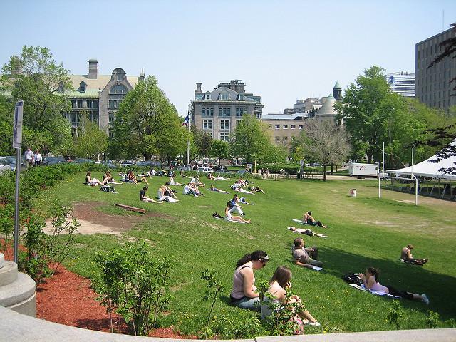 Pausa para o sol na McGill University | Foto: Eugene Kim via Flickr