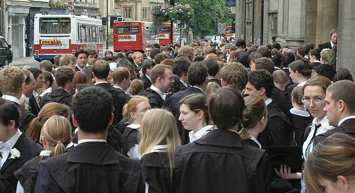 Estudantes da universidade de Oxford | Foto: By Mike Knell (Flickr), via Wikimedia Commons