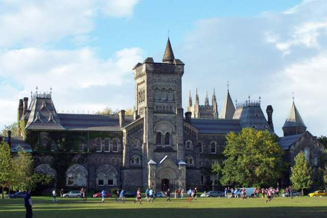 Graduação no Canadá | University of Toronto | Foto: Jphillips23, via Wikimedia Commons