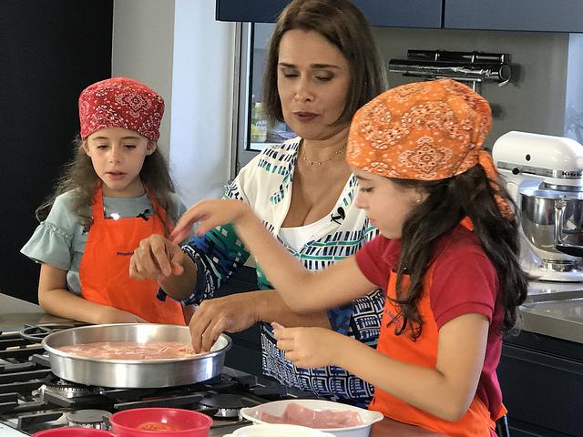 Chef Paula Weber, do programa Pitadas e Palpites, propõe incluir a culinária na programação das férias escolares