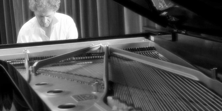 Oderigi Lusi al pianoforte