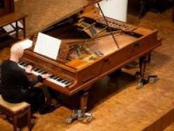 Francesco Prode durante il concerto a ItalienMusiziert, Stoccarda