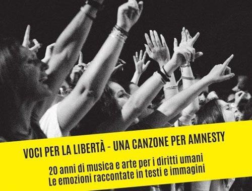 Voci per la libertà Una canzone per Amnesty copertina LIBRO
