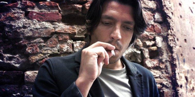Luciano Panama fuma