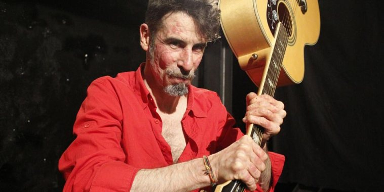 Carlo Skizzo Biglioli con chitarra