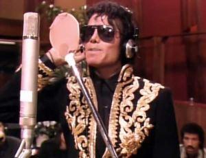 Michael Jackson mentre incide la sua parte