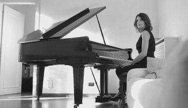 Roberta Di Mario al pianoforte