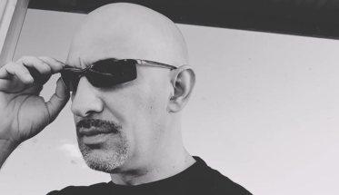 Alessandro Onali con gli occhiali da sole