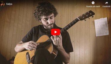 Bruno Pitruzzella con la chitarra nella copertina del video di SALPA