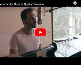 """Paul Pedana seduto al pianoforte nella copertina del video """"Le note di quella canzone"""""""