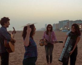 La band Fontanablu sulla spiaggia