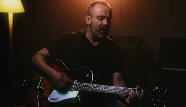 Marcello Parrilli con chiatarra