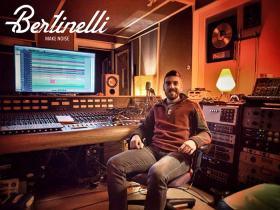 Leonardo Bertinelli davanti al mixer