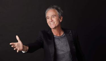 Michele Pecora con la mano in avanti