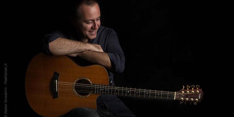 Francesco Cataldo con chitarra