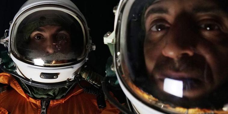 I KOS – Kings of Subhumans vestiti da astronauti