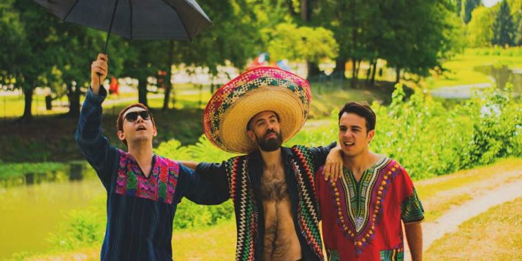 La band Las Flores Molestas con sombrero