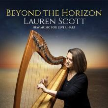 Lauren Scott mentre suona l'arpa in copertina del disco Beyond the Horizon