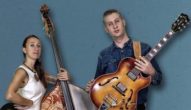 I Lovesick Duo con Contrabbasso e Chitarra