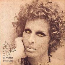 Ornella Vanoni in copertina del disco Un gioco senza età del 1972
