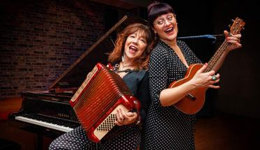 Il duo The Jolly Shoes Sisters