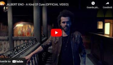 Albert Eno nella copertina del video di A Kind of Cure
