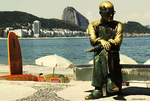 Statua del poeta Carlos Drummond de Andrade