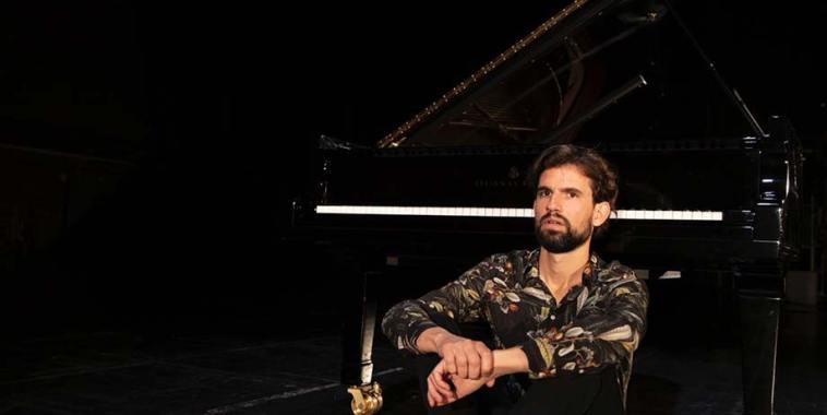 il pianista Tine Grgurevič, in arte BOWRAIN