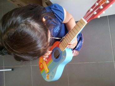Liloute-guitare-bois